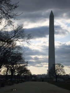 The day starts to wane at the Washington Monument.