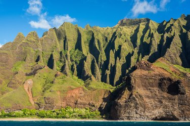 A better photo of the scenery, thanks to www.hokualakauai.com