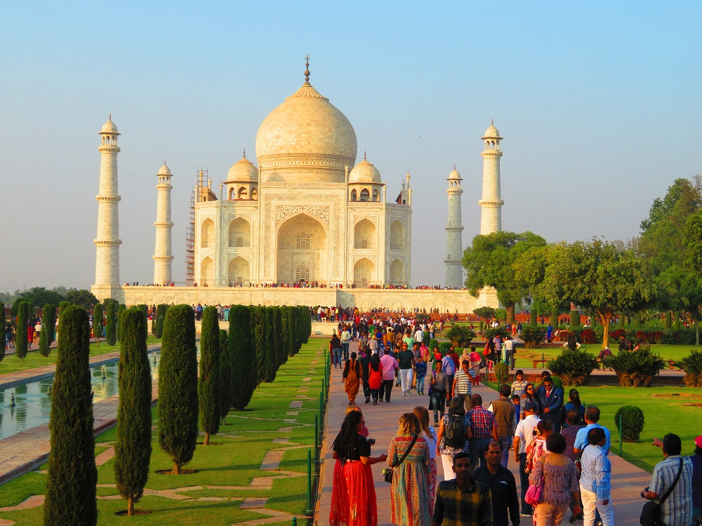 Taj Mahal, Agra, India with crowds