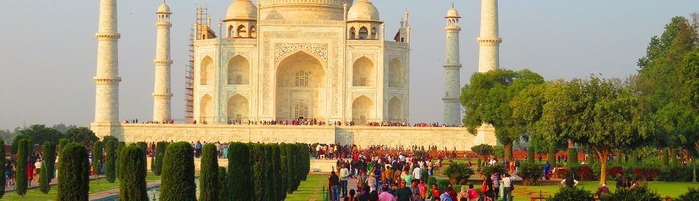 Taj Mahal, Agra, India with crowds