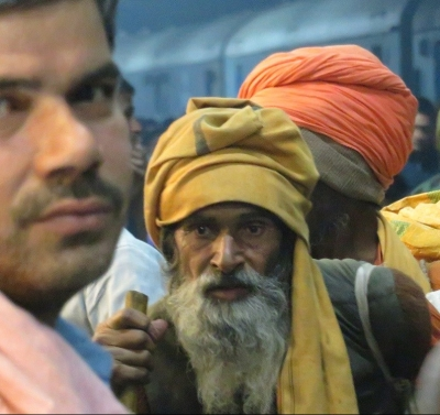 An old man's face at the train station, Rajasthan