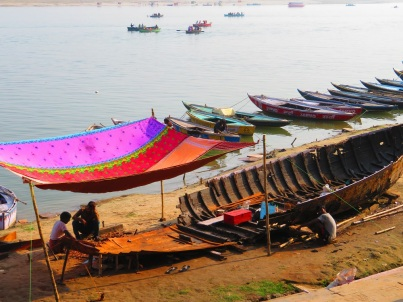 Building a boat by hand on the edge of the Ganges