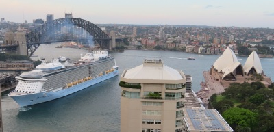 Cruise ship reverses away fro Circular Quay
