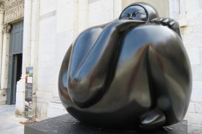 Bronze woman sculpture Lucca Italy
