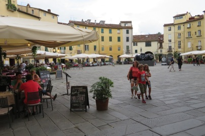 Cafe society on Piazza Anfiteatro, Lucca