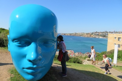 A large blue head sculpture, Sculpture by the Sea