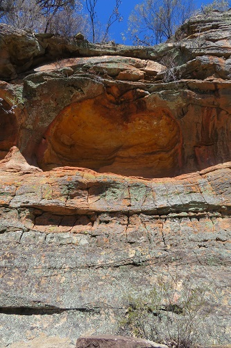 The sandstone outcrop - Hands on Rock - Aboriginal Rock Art - Mudgee