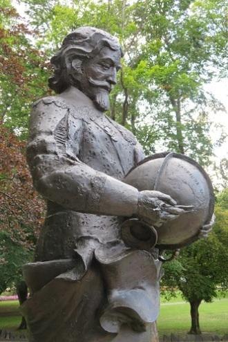 Bronze statue of Abel Tasman holding a globe