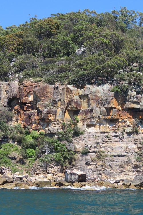 Colourful rock faces on the Hawkesbury River