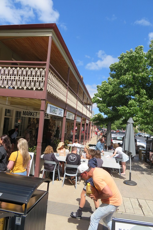 A busy Saturday morning on Market Street Mudgee
