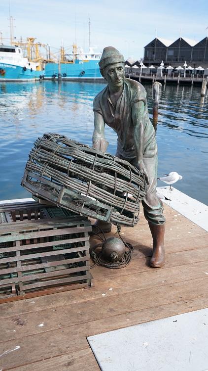 Bronze Sculpture of a fisherman at Fremantle Harbour, Western Australia